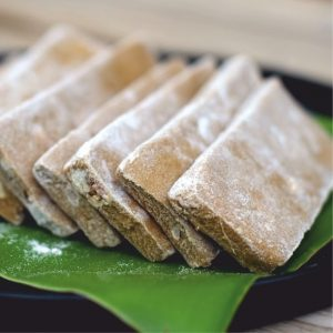 Chè Lam. Rice powder, cane juice, peanut and ginger sweet