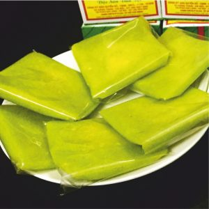 Bánh Cốm. Young green sticky rice cake
